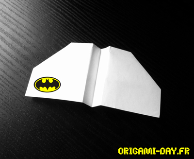 Origami avion batman